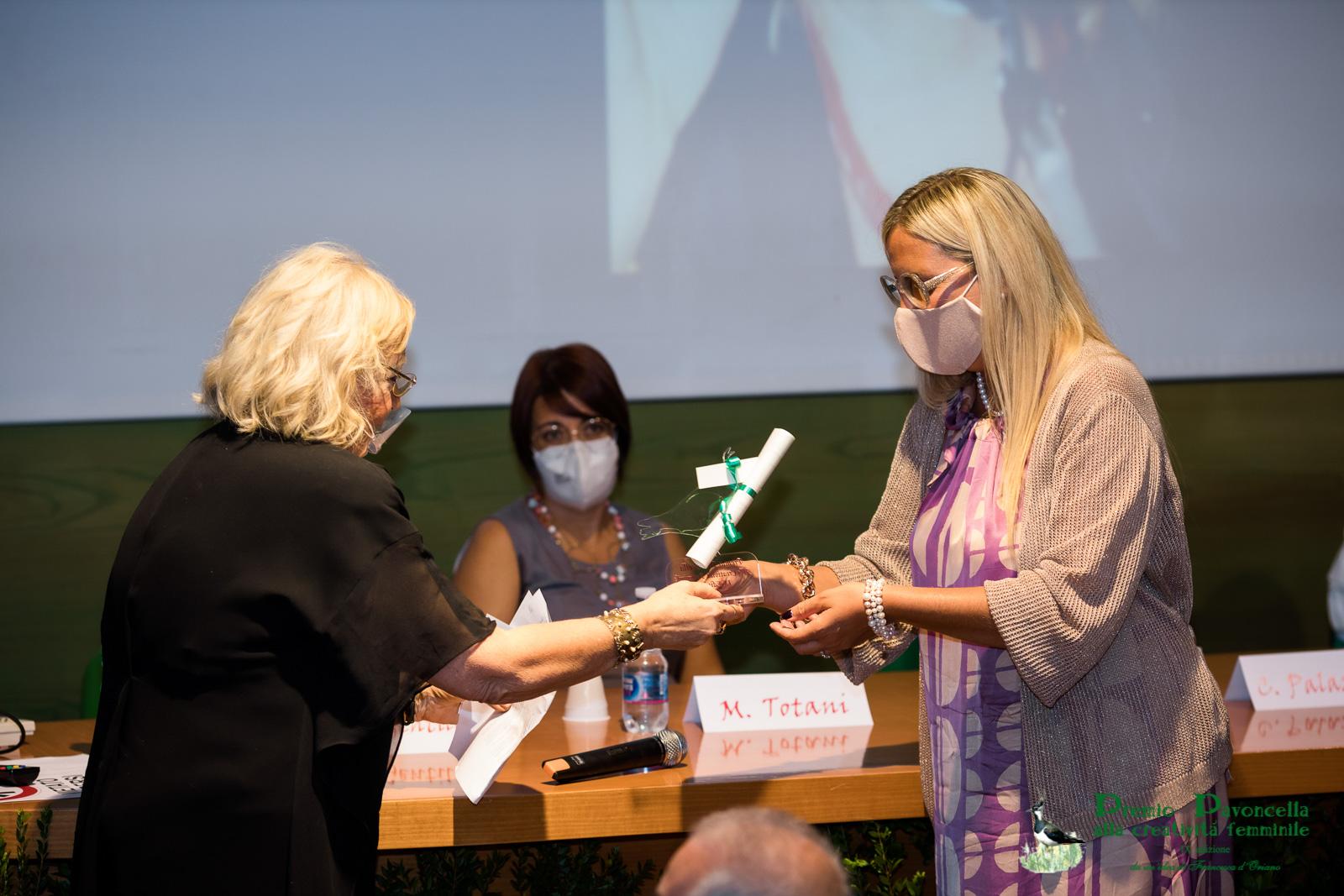 Emma Giammattei e Gaia Gentile durante la premiazione