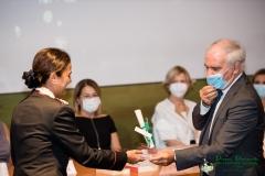 Il Prefetto di Latina Maurizio Falco premia il ten.colonnello Sandra Di Domenico premio Pavoncella per il suo impegno in difesa della Natura